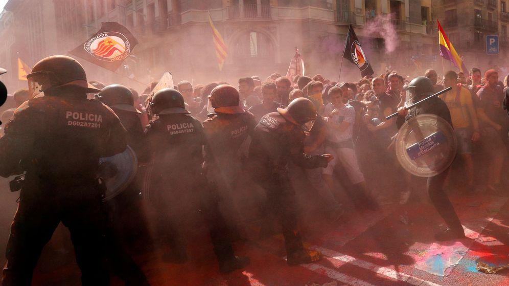 Foto: Imagen de las cargas de los Mossos en Barcelona. (Reuters)