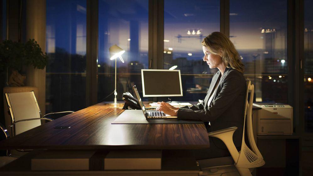 Foto: A esas horas nadie está activo en redes sociales, lo que hará mejorar tu rendimiento laboral. (iStock)