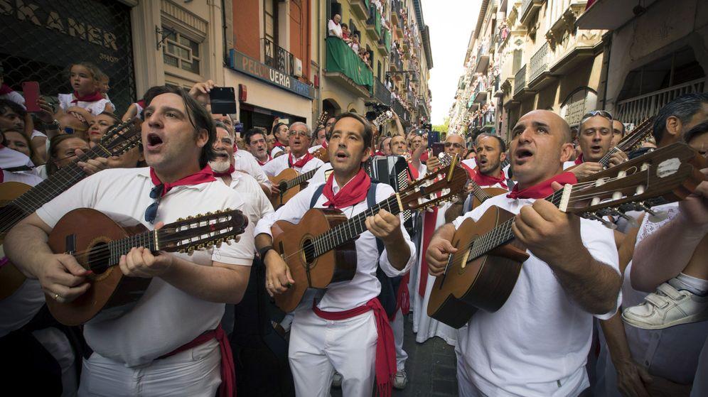 Foto: Ambiente durante las fiestas de San Fermín en 2017 | EFE