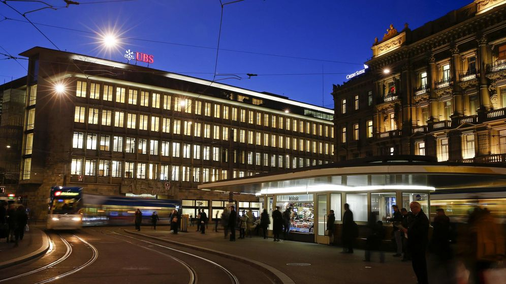 Foto: Las sedes de UBS y Credit Suisse en la Paradeplatz de Zurich (Reuters)