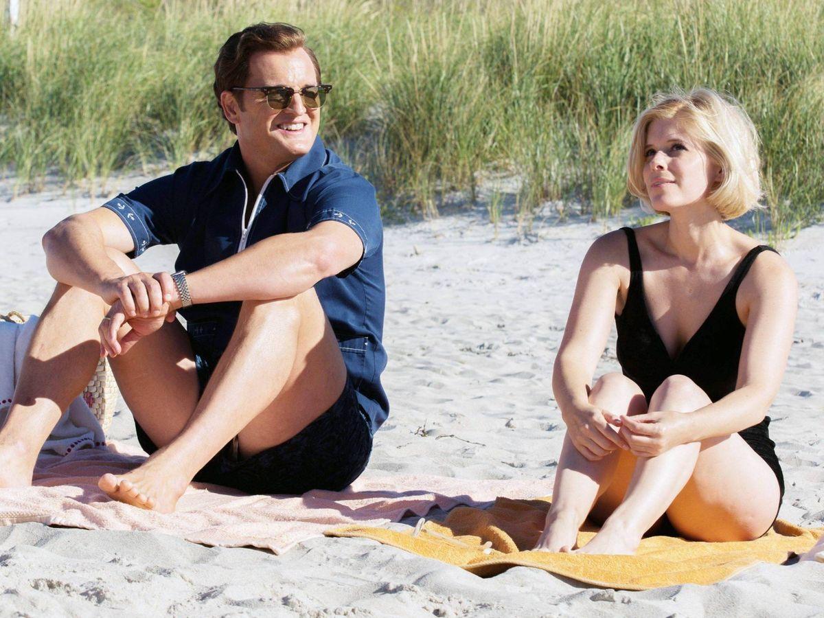 Foto: Ted Kennedy y Mary Jo Kopechne, en la película 'Chappaquiddick'. (Apex Entertainment)