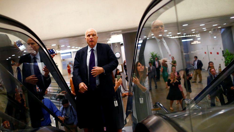 Foto: El Senador John McCain a su llegada al Capitolio para una votación sobre el sistema sanitario, el 26 de julio de 2017. (Reuters)