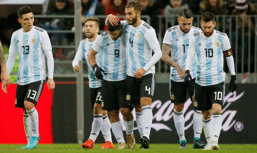 Foto: Los jugadores de Argentina celebran un gol en el amistoso jugado en Moscú ante Rusia el pasado mes de noviembre. (Reuters)