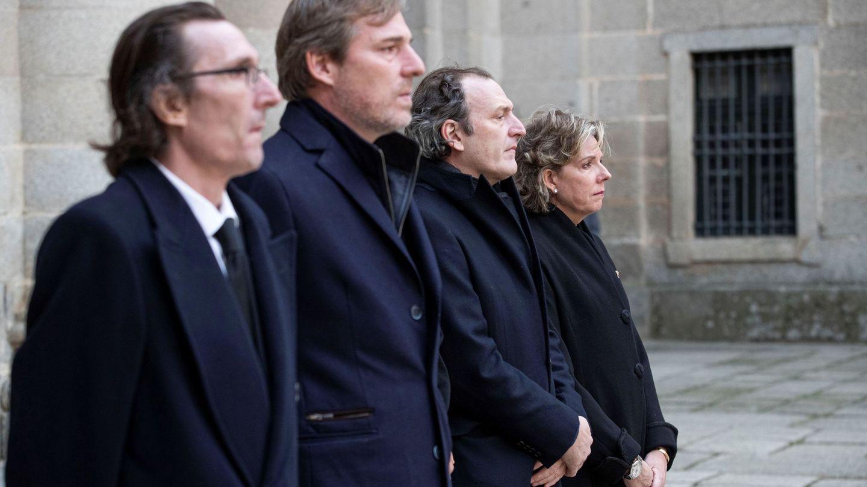 Los hermanos Gómez-Acebo, en el funeral de la infanta Pilar. (EFE)