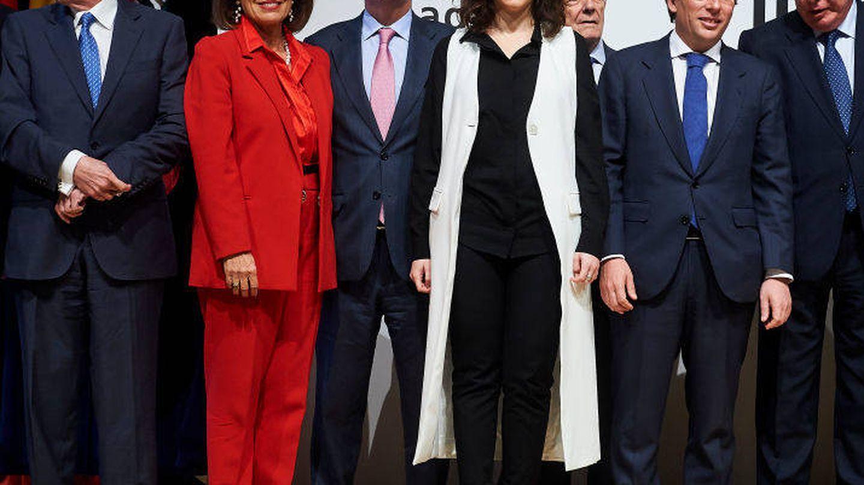 El look de Isabel Díaz Ayuso en la presentación de 'Crónica de cuatro décadas de Ifema'. (Getty)