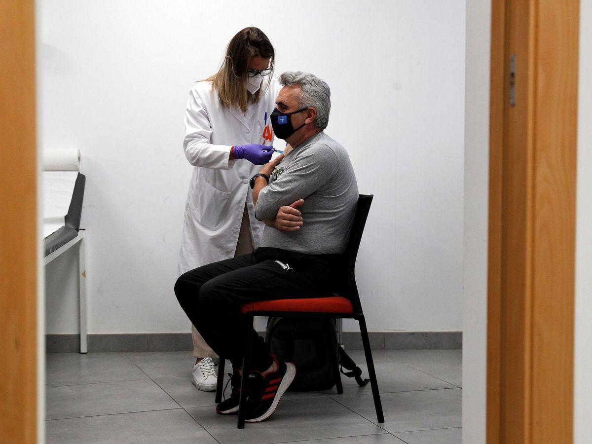 Foto: Vacunación contra el covid. (EFE)