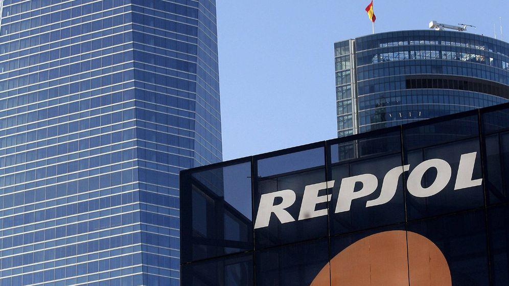 Foto: Imagen con el logotipo de la petrolera española Repsol, en su sede del Paseo de la Castellana en Madrid
