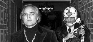 Helmut Newton dignifica a los enervantes 'paparazzi' con una exposición