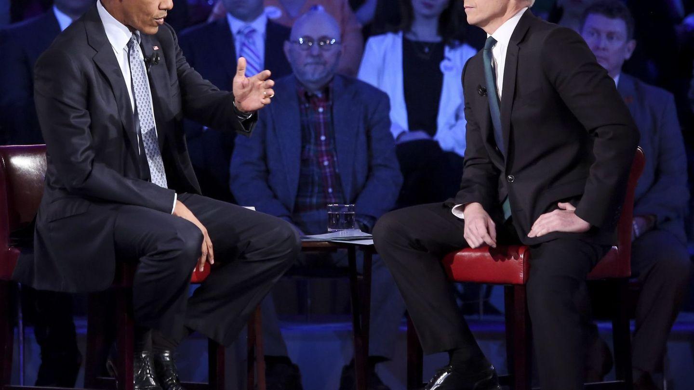 Anderson Cooper, entrevistando a Barack Obama. (EFE)