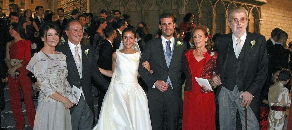 Foto: Pablo Lara, el día de su boda con Ana Brufao. A la derecha, José Manuel Lara. (Efe).