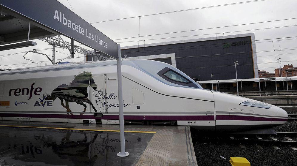 Foto: Un AVE en la estación de Albacete. (EFE)
