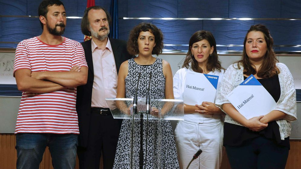Foto: Los diputados de En Marea Alexandra Fenández (c), Miguel Antxo Fernavello (i) , Angela Rodríguez (d), Antón Gómez-Reino (2i) y Yolanda Díaz. (EFE)