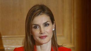 Doña Letizia se calza unos Prada para su primer acto en solitario con los militares