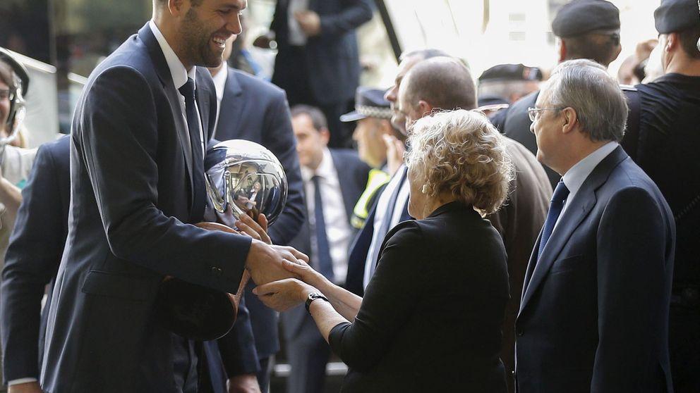 El Madrid presenta su título de campeón de liga en el Ayuntamiento