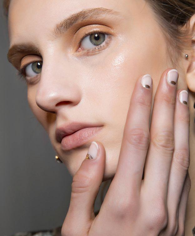 Foto: Esta es la nueva manicura transparente que sustituirá a la francesa (Imaxtree)