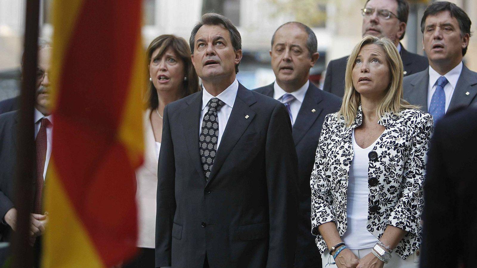 Foto: Artur Mas junto a la exvicepresidenta, Joana Ortega, y la exconsellera de Educación, Irene Rigau. (Efe)