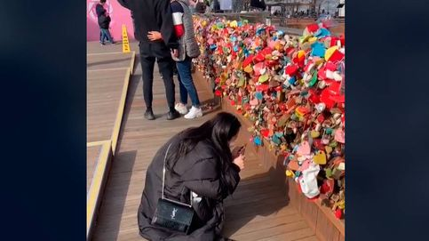 Viaja desde Estados Unidos a Corea para romper el candado que puso con su ex