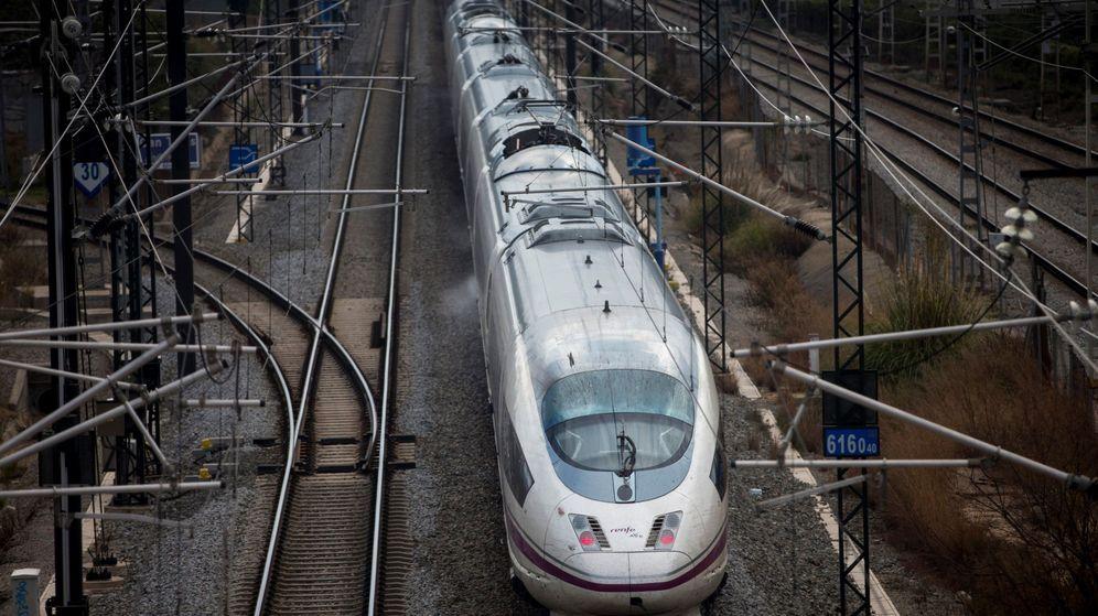Foto: Uno de los trenes Madrid-Barcelona. (EFE)