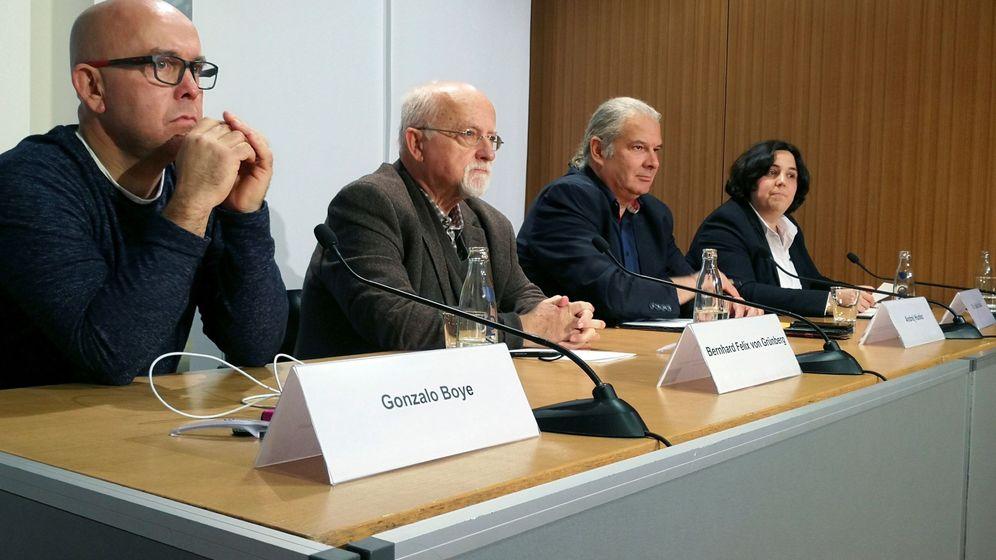 Foto: Bernhard Felix von Grünberg, exdiputado regional socialdemócrata, a la izquierda de Gonzalo Boye, abogado de Carles Puigdemont, en un encuentro el pasado febrero.