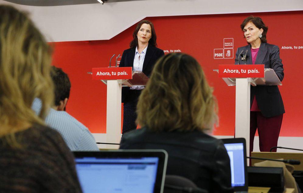 Foto: Carmen Calvo (d) y Luz Martínez Seijo, secretarias de Igualdad y Educación de la ejecutiva socialista, este 26 de enero en Ferraz. (Inma Mesa | PSOE)