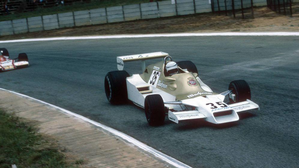 Foto: Riccardo Patrese, con el Arrows Ford FA1, lideraba el GP de Sudáfrica de 1978 cuando se le rompió el motor. (Imago)