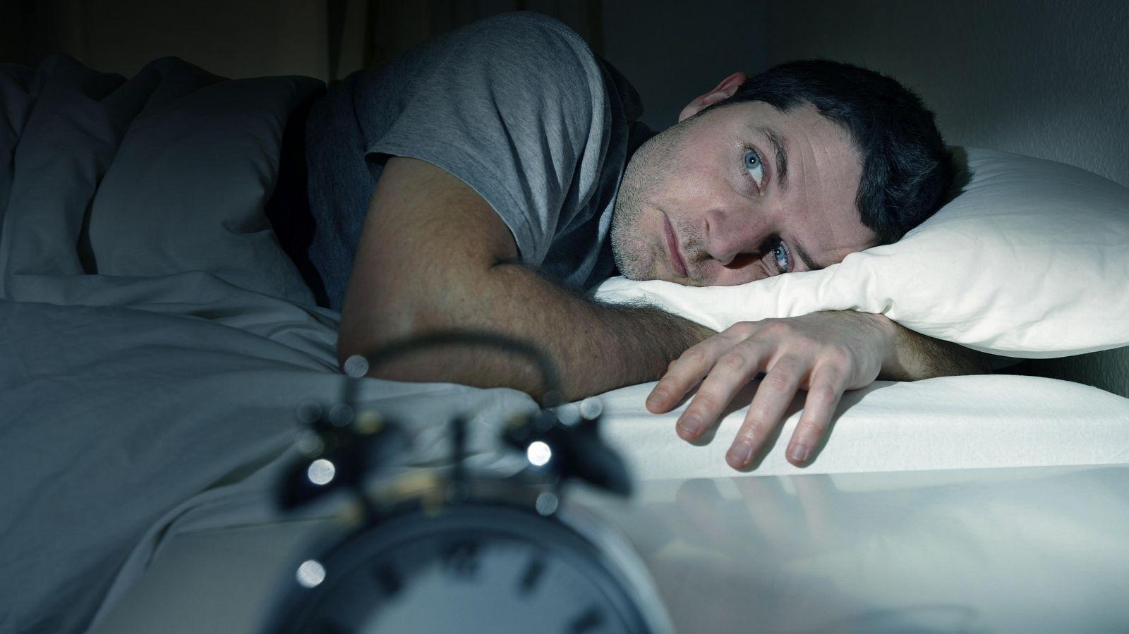 Foto: Cuando las preocupaciones que desaparecieron hace décadas te quitan el sueño. (iStock)