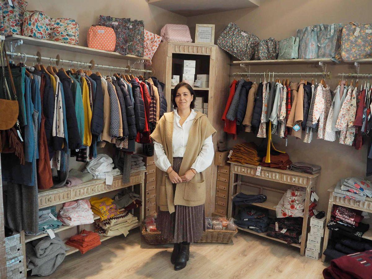 Foto: Leticia, dueña de El Caballito del Marqués, una de las tiendas insumisas. (Héctor G. Barnés)