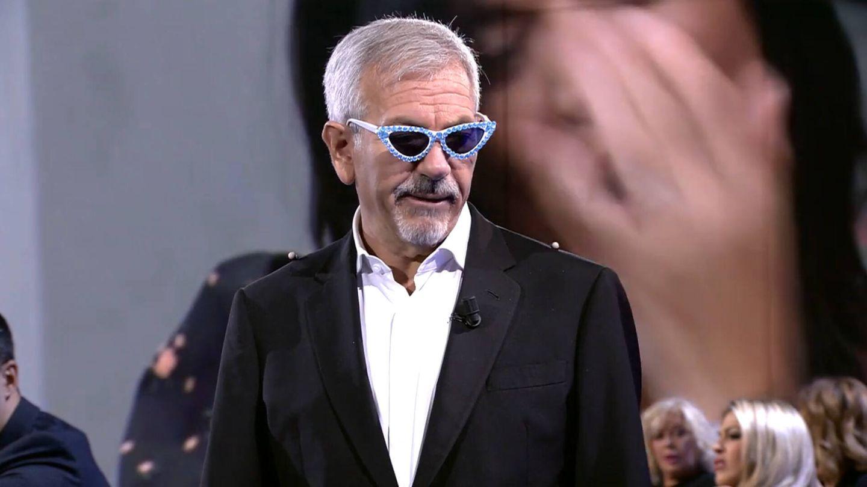 Sobera, luciendo las gafas de Aramís Fuster en 'SS: la cuenta atrás'. (Mediaset)