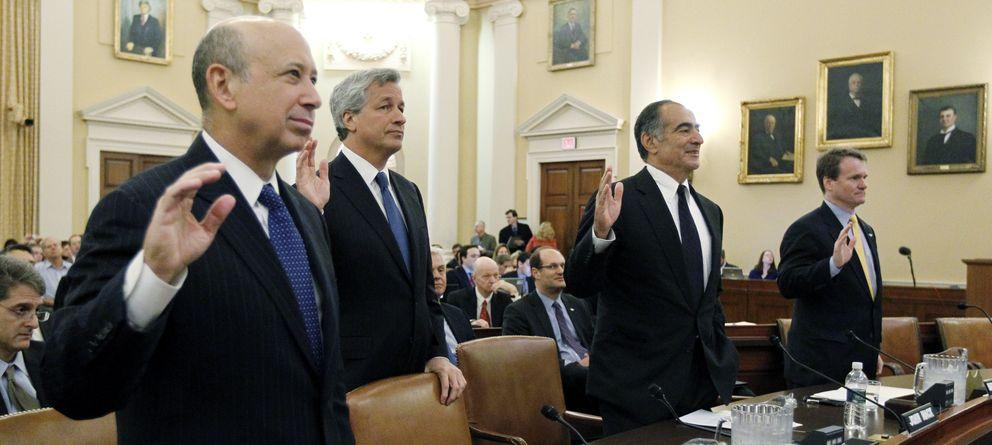 Foto: Lloyd Blankfein, de Goldman Sachs, Jamie Dimon, de JP Morgan, y John Mack, de Morgan Stanley, testifican ante la comisión sobre la crisis financiera. (Reuters)