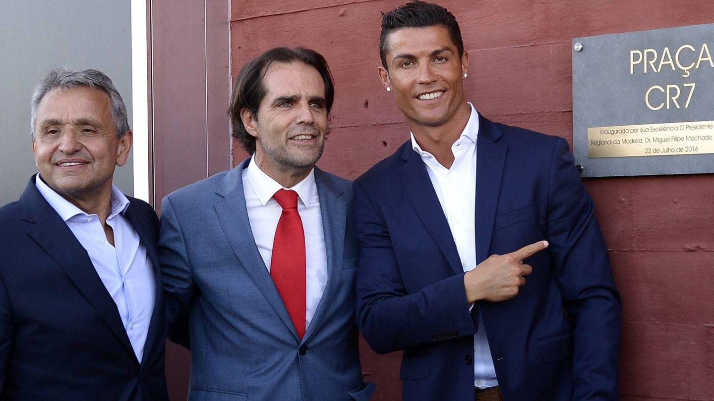 Dionisio Pestana, Miguel Alburquerque y Cristiano Ronaldo, en la apertura del CR7 Funchal. (Getty)