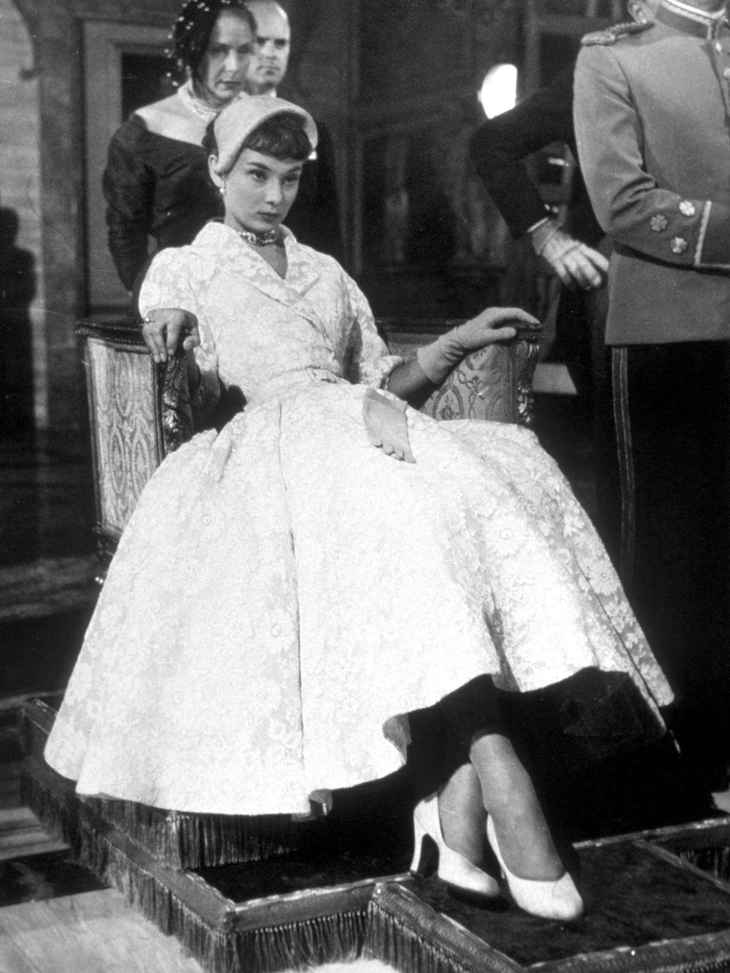 Audrey Hepburn, en el rodaje de 'Vacaciones en Roma'. (Cordon Press)