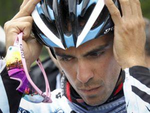 Contador pierde más de un minuto con Schleck por una caída