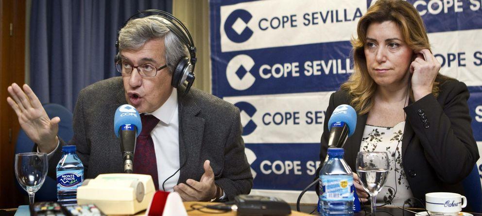 Foto: Ernesto Sáenz de Buruaga entrevista a Susana Díaz. (EFE)
