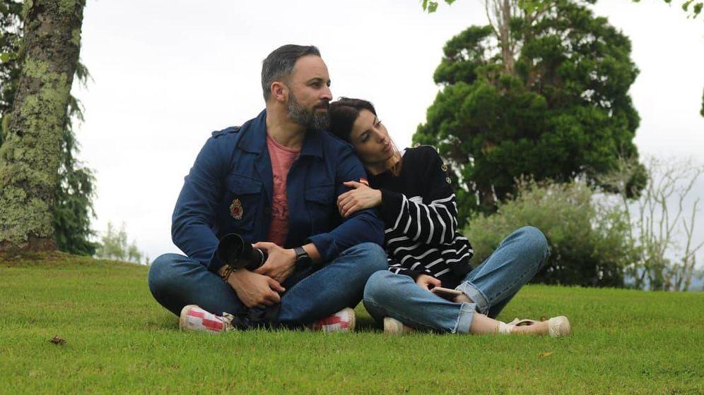 Foto: Santiago Abascal y Lidia Bedman, de vacaciones. (Redes)
