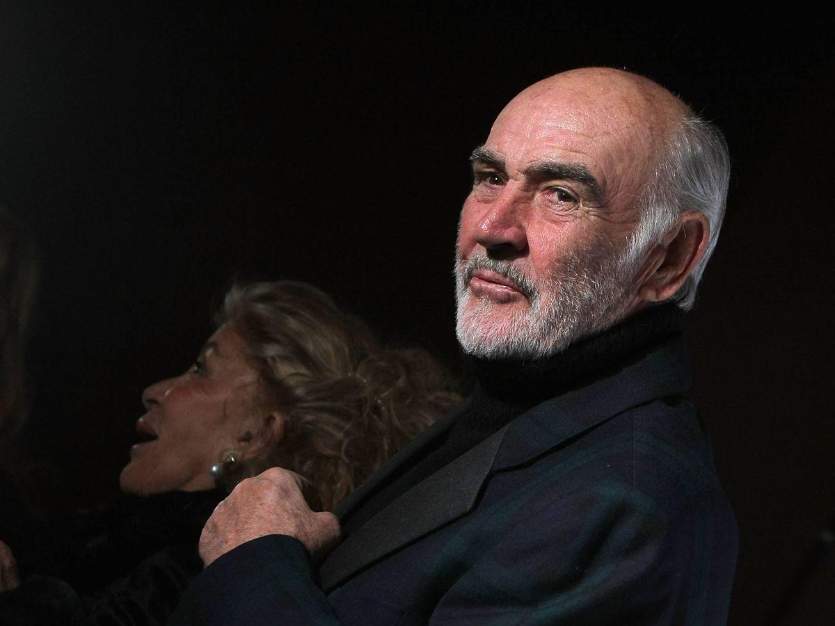 Foto:  Sean Connery, con su viuda al fondo. (Getty)