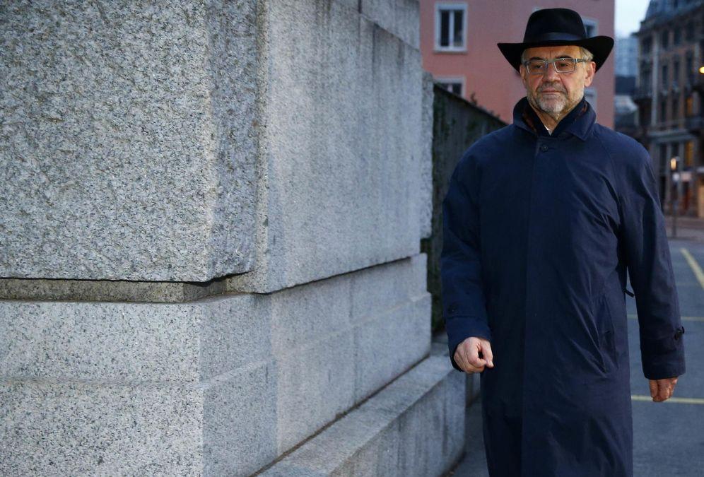 Foto: Rudolf Elmer llegando a la Corte Suprema de Zurich (Reuters).