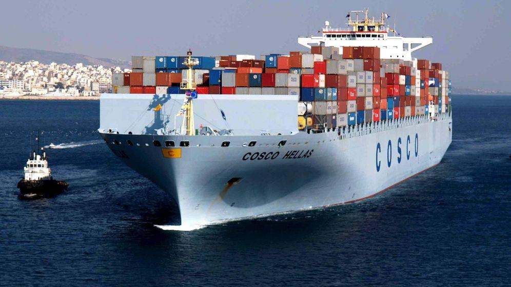 Foto: Un barco cargado con contenedores perteneciente a la multinacional china Cosco Pacific Ltd. (EFE)