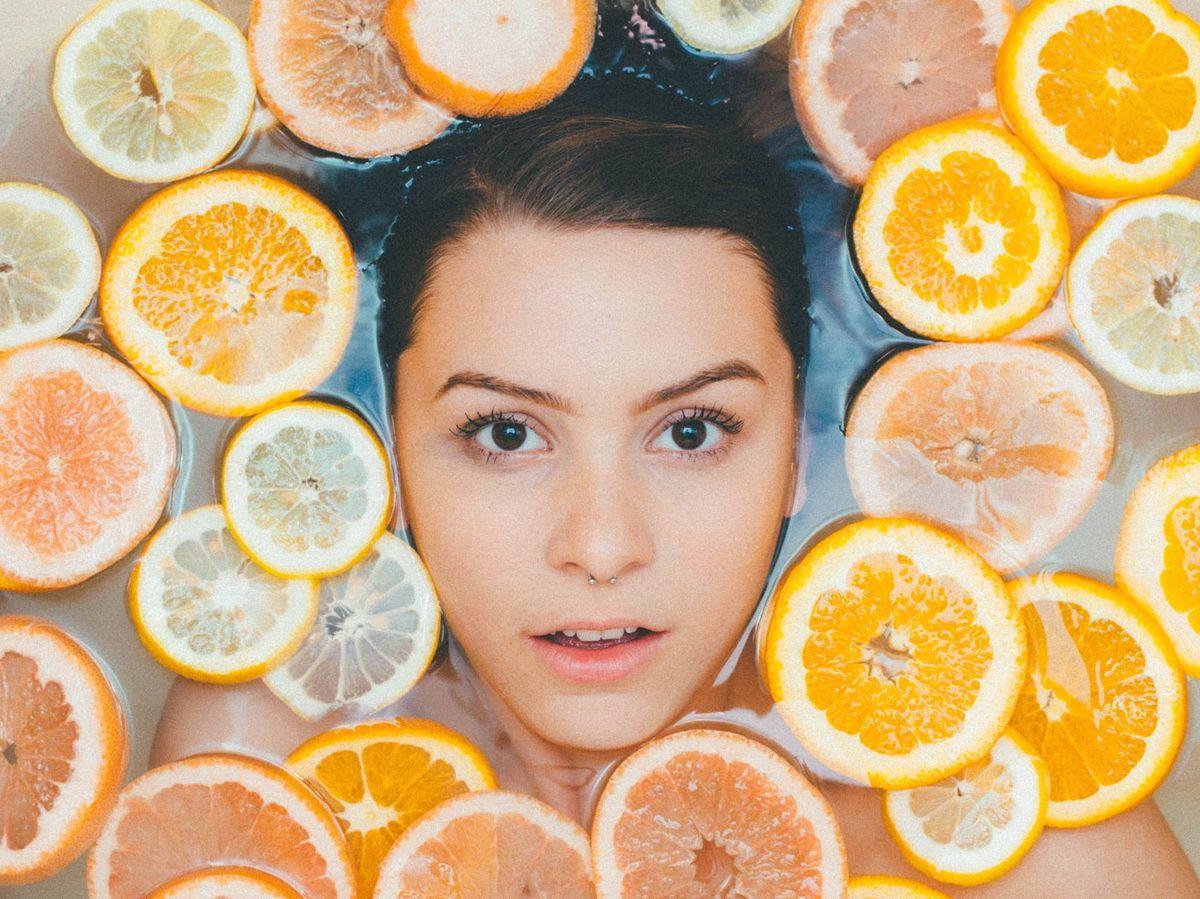 Foto: Descubre los beneficios de este cítrico en tu piel. (Noah Buscher para Unsplash)