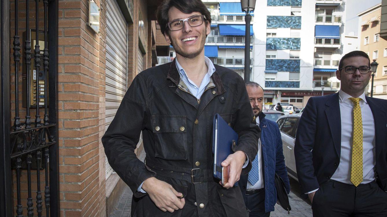 La venganza de Luis Salom, el asesor del PP que enerva a la izquierda con sus denuncias