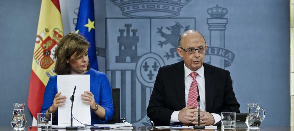 Foto:  vicepresidenta del Gobierno, Soraya Sáenz de Santamaría (i), y el ministro de Hacienda y Administraciones Públicas, Cristóbal Montoro (Efe)