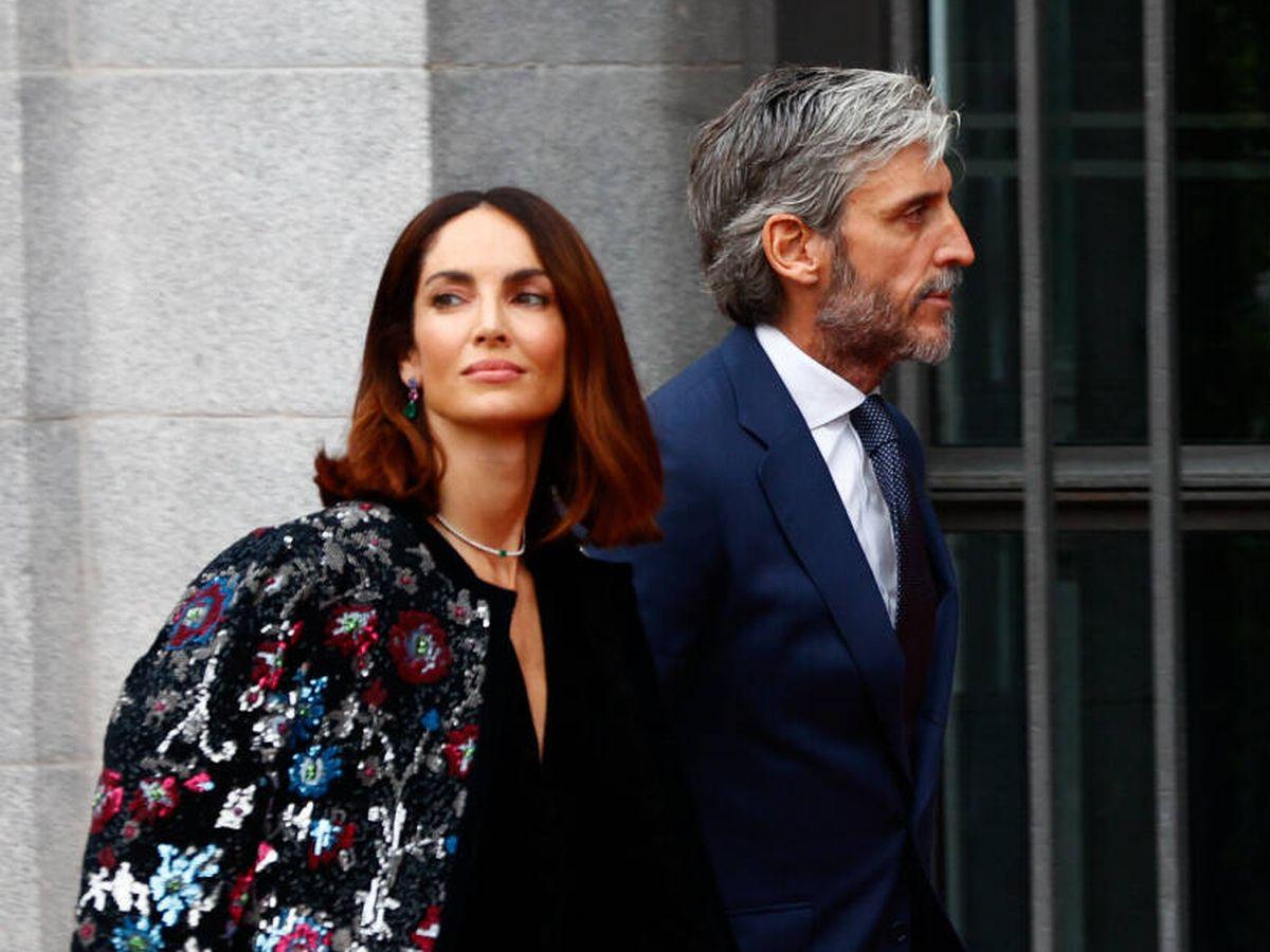 Foto: Eugenia Silva y su marido, Alfonso de Borbón, llegan al Teatro Real. (Gtres)