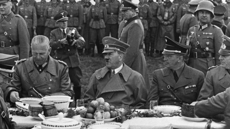 ¿Qué comen los tiranos? Las debilidades culinarias de los grandes dictadores del siglo