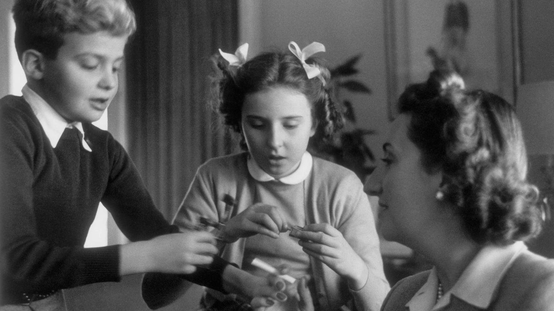 Pilar con su madre y Juanito. (CP)