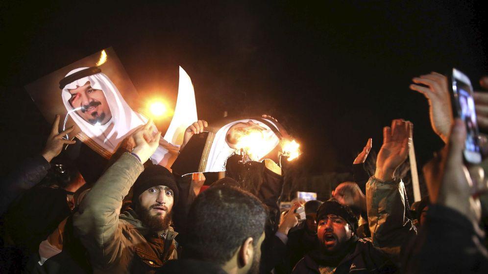 Foto: Protestas frente a la embajada de Arabia Saudí en Teherán. (Reuters)