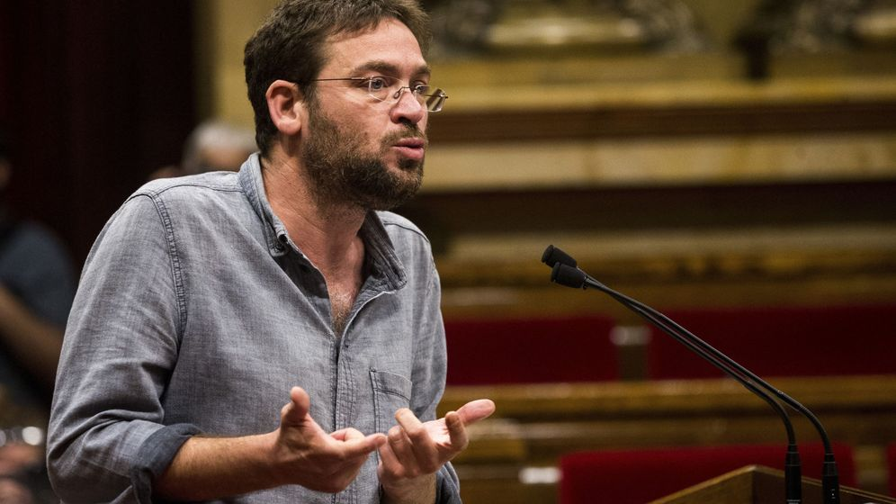 Foto: El exlíder de Podem Catalunya Albano Dante Fachin, durante un pleno del Parlament. (EFE)