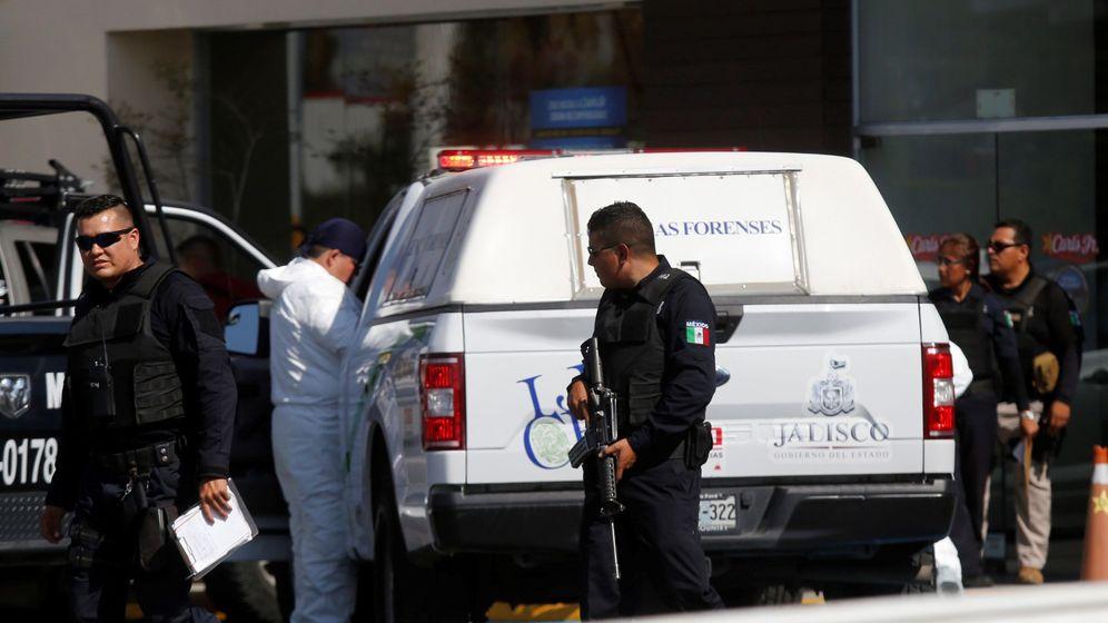 Foto: Imagen de archivo de funcionarios del ejército mexicano y de la fiscalía. (EFE)