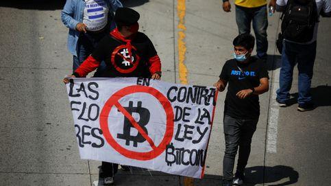 ¿Cómo le va a El Salvador con el bitcoin? Fallos técnicos, protestas y una escena que puede ser terrible