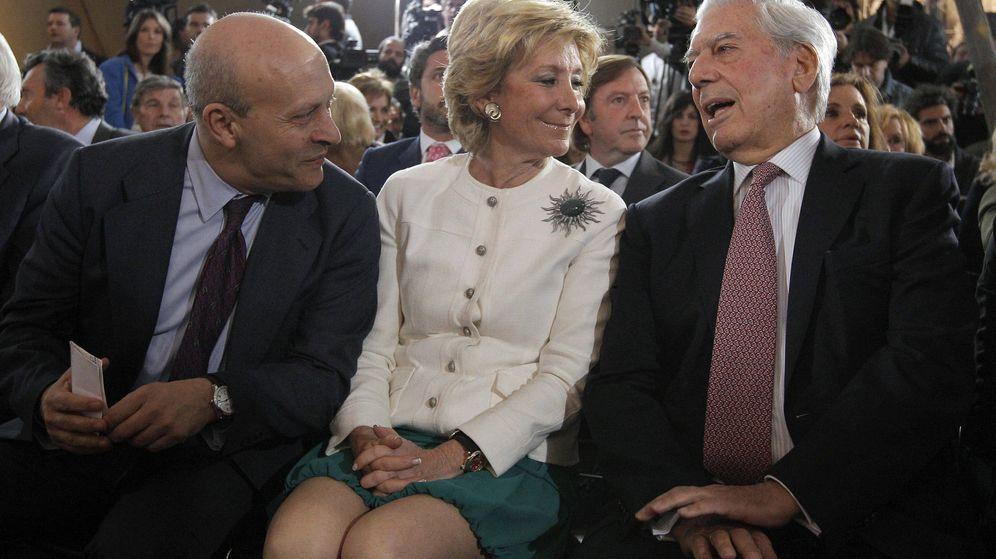 Foto: José Ignacio Wert, Esperanza Aguirre, y Mario Vargas Llosa