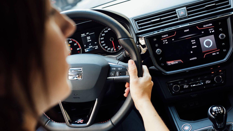 Siri, Alexa o Google van a desembarcar en el salpicadero de tu coche. (Seat)