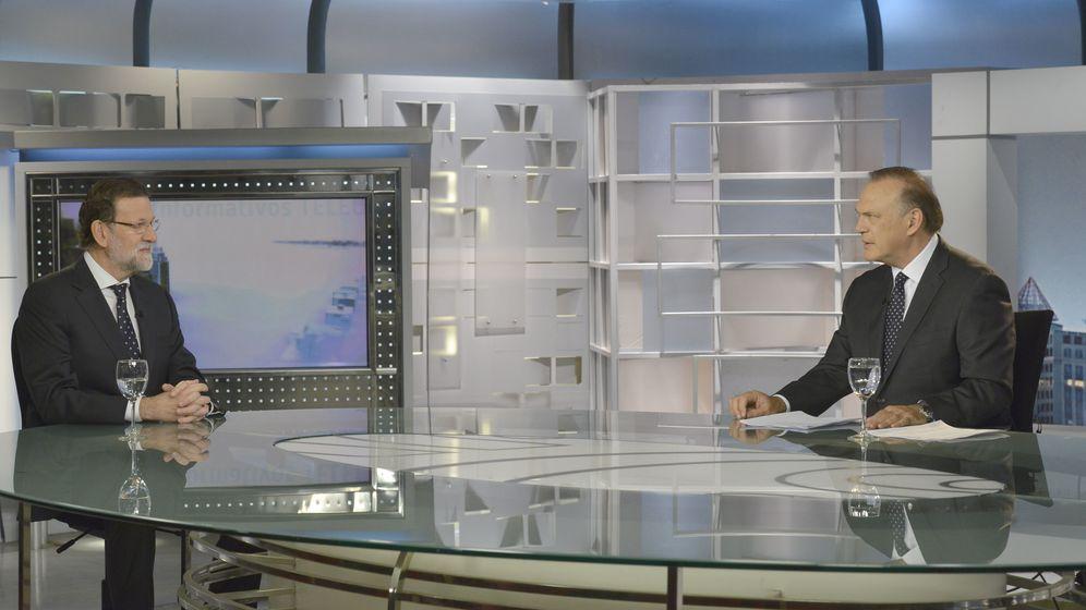 Foto: Mariano Rajoy es entrevistado por Pedro Piqueras en Telecinco (EFE).